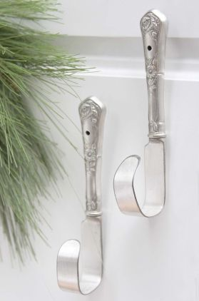 No one ever knows what to do with old silverware anyways, but now you can turn them into stylish hooks for your kitchen!